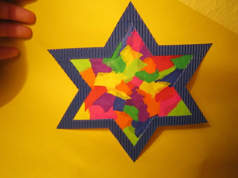 Bunter leuchtstern kreative sterne aus papier basteln - Basteln furs fenster ...