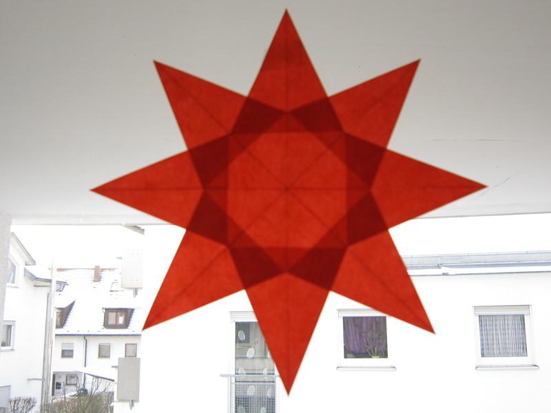 rot orange gelber stern 8 zacken sterne aus transparentpapier basteln. Black Bedroom Furniture Sets. Home Design Ideas