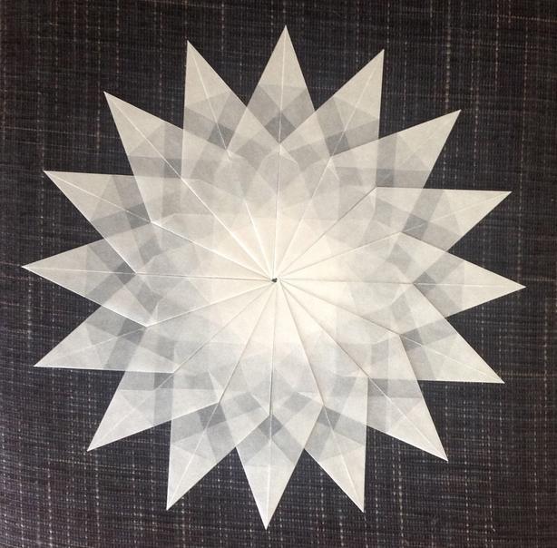 wei er stern 16 zacken sterne aus transparentpapier sterne basteln basteln toller sterne. Black Bedroom Furniture Sets. Home Design Ideas