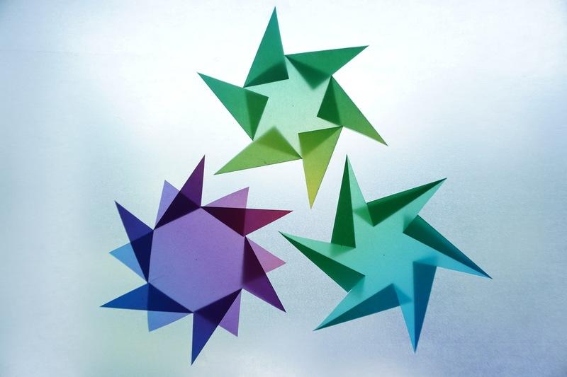 stern in vier varianten sterne aus regenbogenpapier. Black Bedroom Furniture Sets. Home Design Ideas